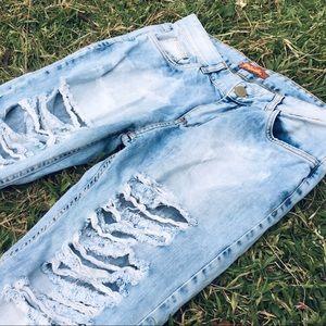 Denim - 33-34 Women's light washed boyfriend jeans